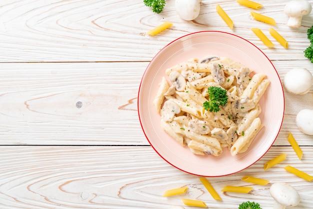 Пенне паста карбонара сливочный соус с грибами