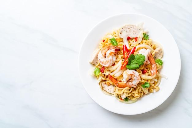 海老入りスパイシー即席麺サラダ
