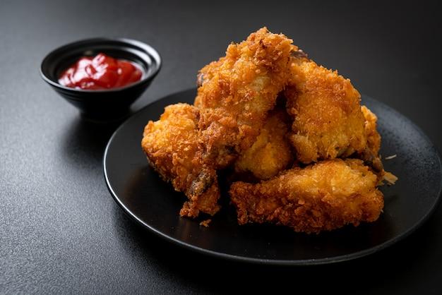 Жареные куриные крылышки с кетчупом