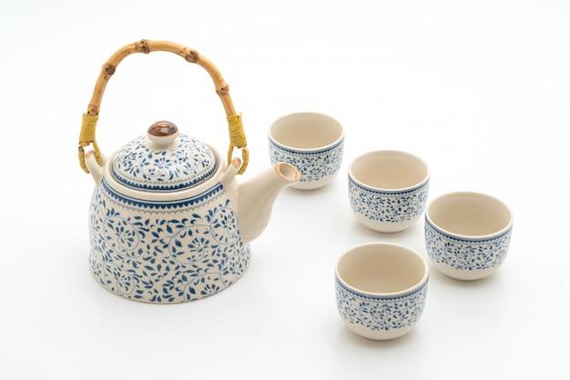 Старинный китайский чайный сервиз на белом фоне