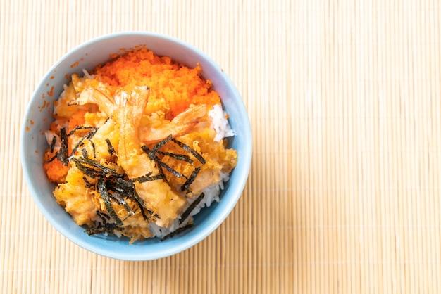 Миска для рисовых креветок с креветками и яйцом с морскими водорослями