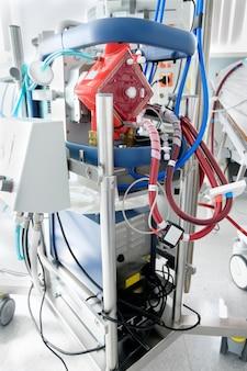 集中治療室で働くエクモマシン