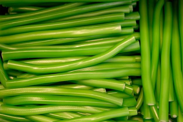 Зеленые жевательные черви крупным планом