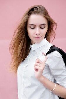 若い魅力的な女性やモデルの肖像画