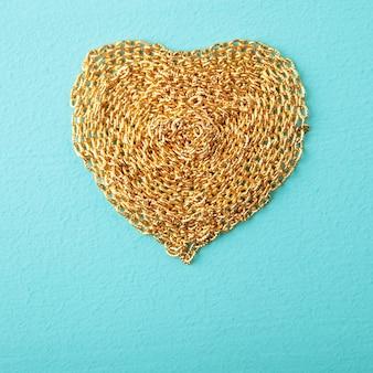 Сердце с золотой цепью