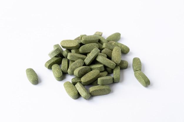 Поливитамины. зеленого цвета.