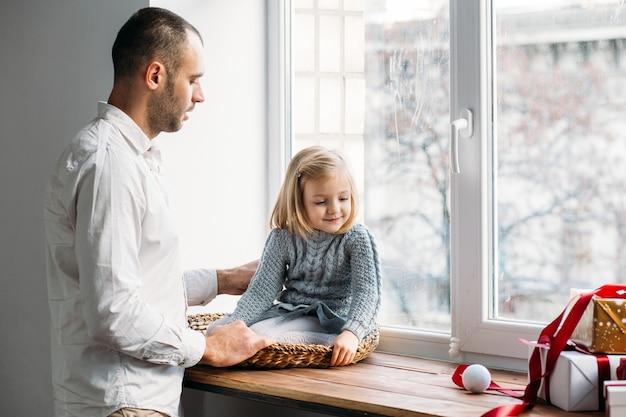 父と娘の窓、ギフトボックスの近く