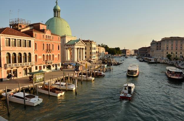 イタリアのヴェネツィア。大運河の眺め。