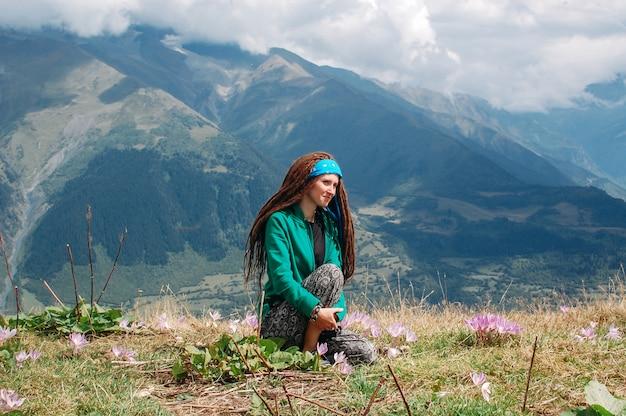 自然を楽しむ女性