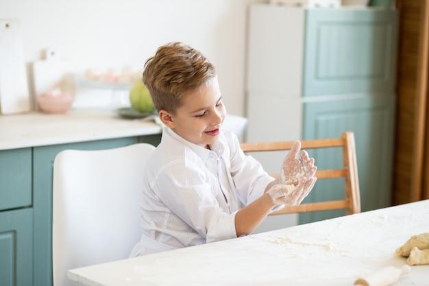 Ребенок с удовольствием работает с тестом