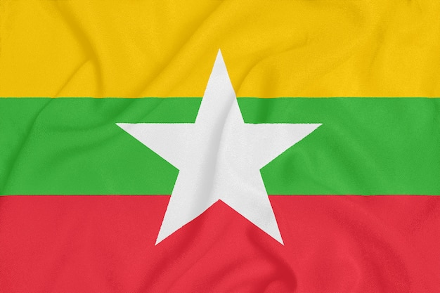 Флаг мьянмы на фактурной ткани.