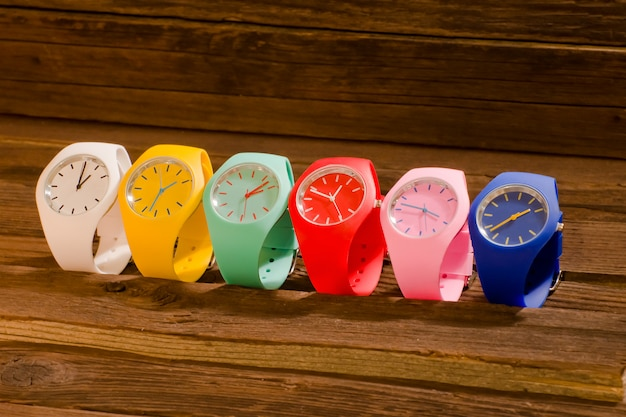 Разноцветные спортивные часы