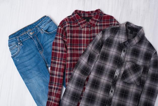 市松模様のシャツとジーンズ。ファッショナブルなコンセプト