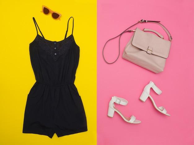 Синий комбинезон, розовая сумочка, белые туфли и очки. ярко-розовый и желтый фон