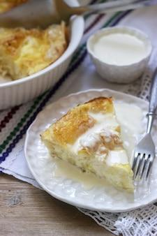 バニツァ、伝統的なブルガリアまたはバルカンフィロペストリーパイフェタチーズを詰めた