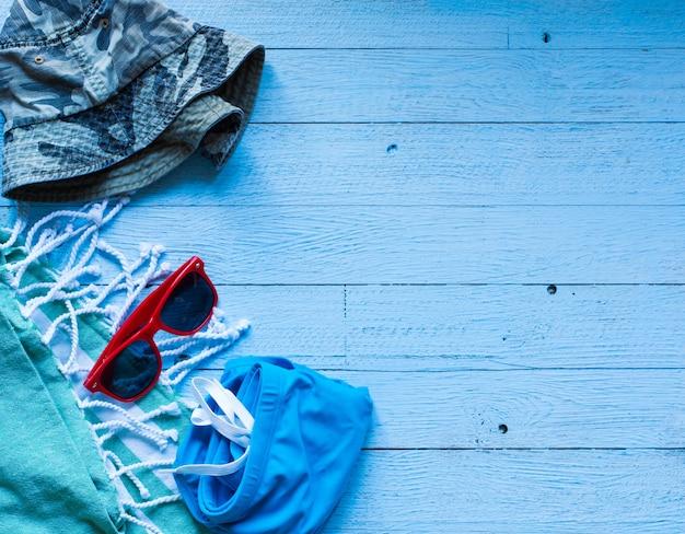 夏ファッション女性水着ビキニ、休暇の概念