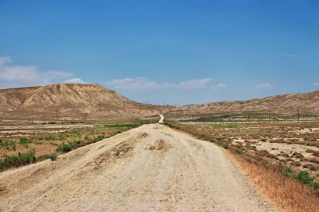 泥火山、アゼルバイジャンの谷
