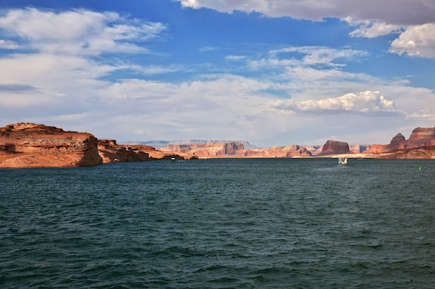 アメリカ、ペイジ、アリゾナ州のパウエル湖