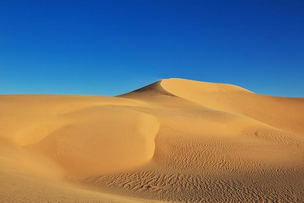 Дюны в пустыне сахара в сердце африки