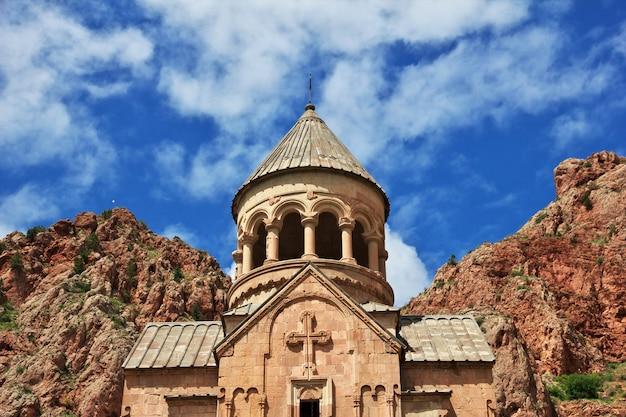 アルメニア、コーカサスの山の中のノラバンク修道院