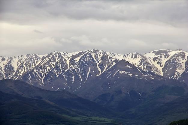 アルメニア、コーカサスの山の景色
