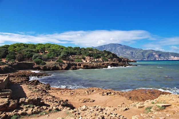 アルジェリアの石と砂のローマ遺跡