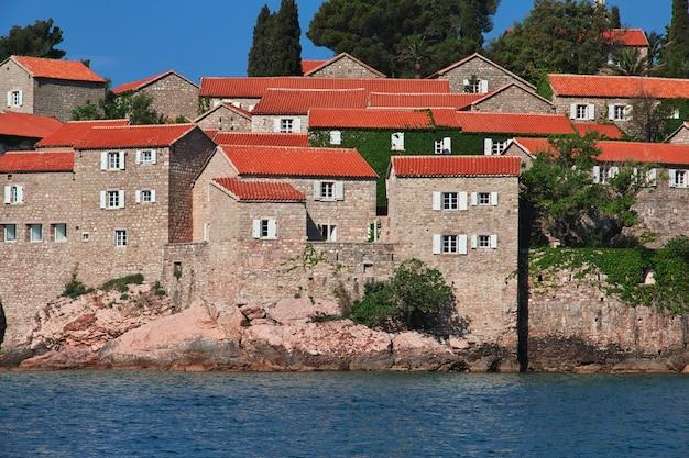 モンテネグロのアドリア海のスヴェティステファン島