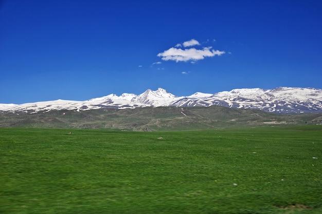 コーカサス、アルメニアの山の景色