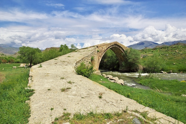 Древний мост в армении