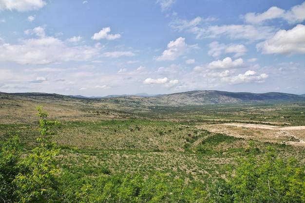 ボスニア・ヘルツェゴビナの緑の山々
