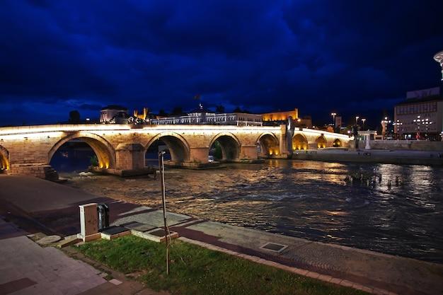 バルカン半島、マケドニアのスコピエの夜