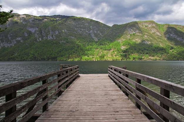 スロベニア、トリグラヴ国立公園、ボーヒニ湖のリベセフラズ