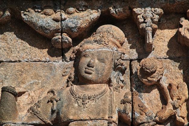 ボロブドゥール、インドネシアの偉大な仏教寺院