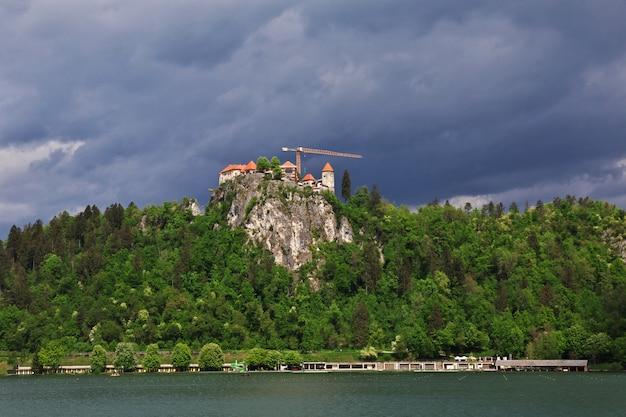 スロベニアのアルプスのブレッド湖