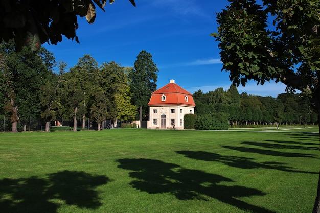 ザクセン州、ドイツのモーリッツブルクシュロスの小さな家