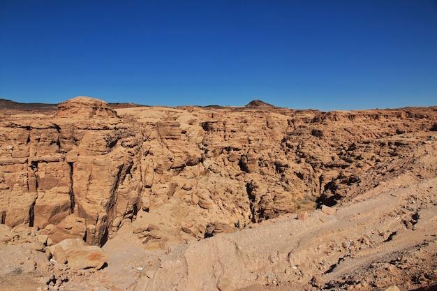 スーダン、サハラ砂漠の渓谷