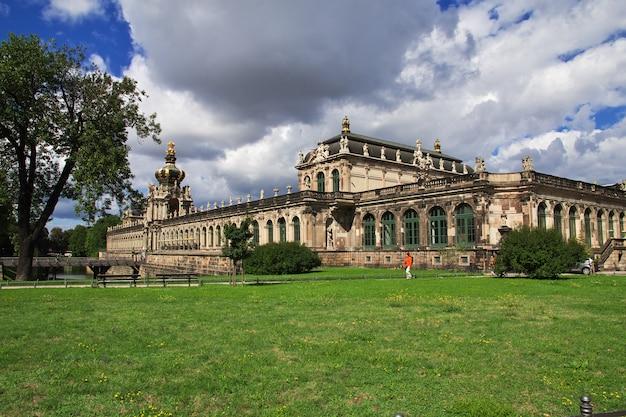 ドレスデン、ザクセン、ドイツのツヴィンガー宮殿