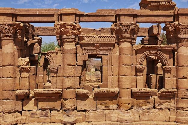 ヌビアのスーダンのサハラ砂漠の古代エジプトの寺院の遺跡