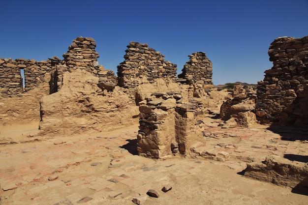 サハラ砂漠、スーダン、アフリカのガザリの古代修道院の遺跡