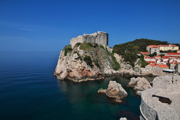 クロアチア、アドリア海のドブロブニク市のロヴリエナツ砦