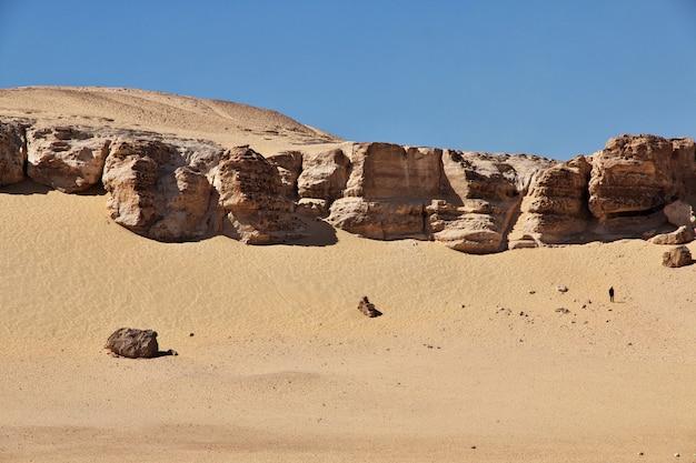 エジプトのエルミニャに近い砂漠の寺院の遺跡
