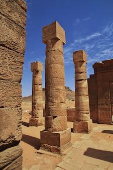 ヌビアのスーダンの砂漠にある古代エジプトの寺院の遺跡