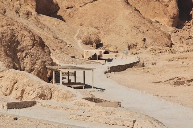 古代エジプトのルクソールの女王のネクロポリスの谷