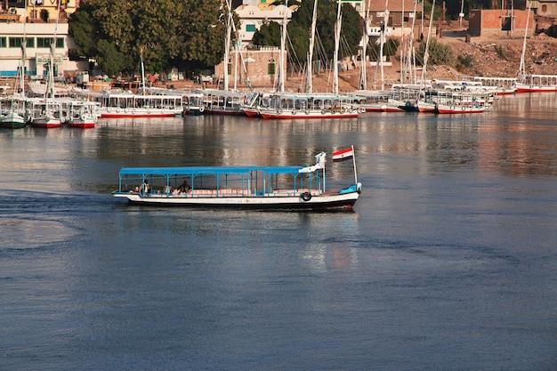 ナイル川のエジプトのアスワン市