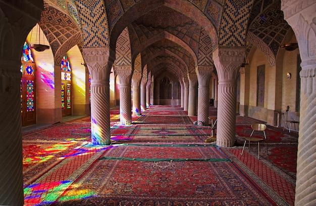 イランのシラーズにあるナシル・オル・モルク・モスク