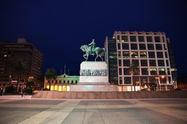 Памятник в монтевидео, уругвай