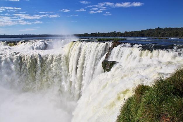 Игуасу падает в аргентине и бразилии