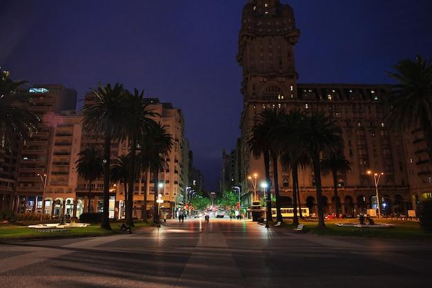 通り、モンテビデオ、ウルグアイ