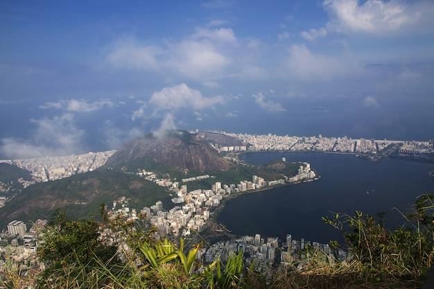 Вид с холма корковадо, рио-де-жанейро, бразилия