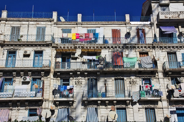 地中海、アルジェリアのアルジェリア市内のヴィンテージ家